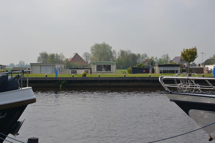 Slapen tussen de Friese Meren - Echtenerbrug - Hytte (i sveitsisk stil)