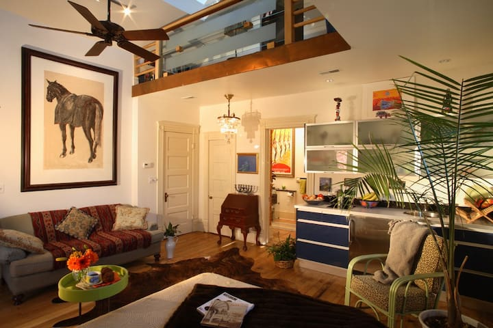 Spectacular Space, Heart of Tremont   Off St Prkng - Cleveland - Apartament