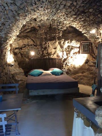 CHEZ CARO, A CAVERNA DI ANNA - Corbara, Haute-Corse