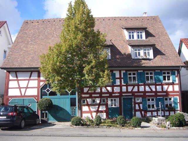 Charming appartment in a historical - Albstadt - Lägenhet
