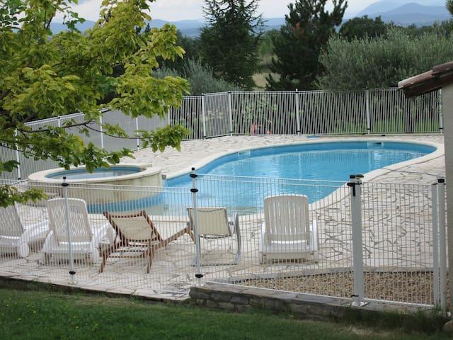 Maison Gard 8pers piscine jacuzzi animaux acceptés - Savignargues