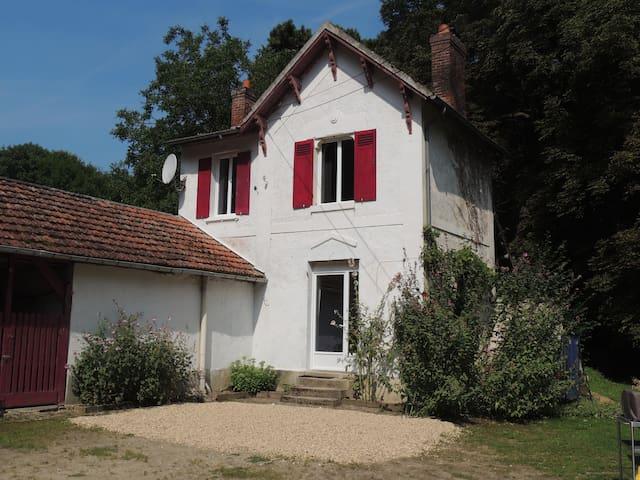 La Petite Maison de la Tribu - Oinville-sur-Montcient - Hus