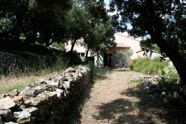 Maison spacieuse (4 ch) dans le VAR. Toulon :20min - Carnoules - Hus
