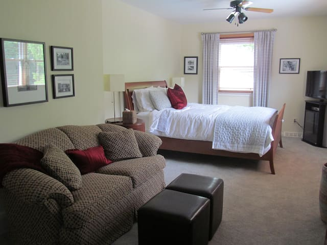 Quiet Newly-Decorated Space - Fayetteville - House