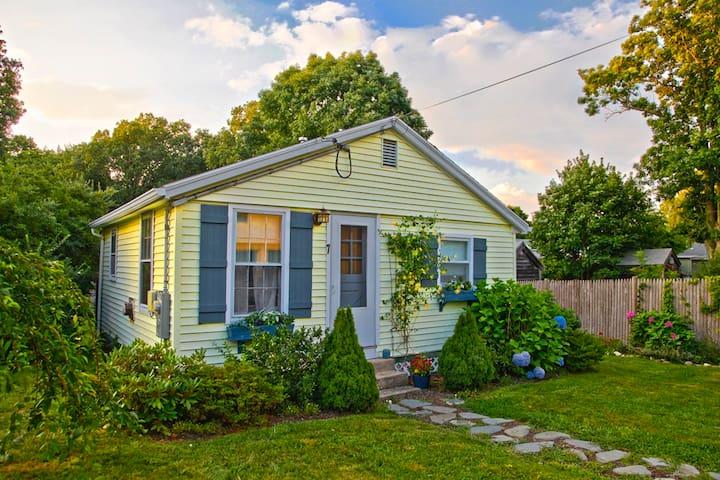 Classic New England Beach Cottage - Kingston - Rumah