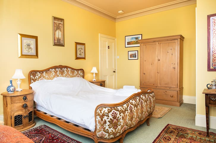 Large double bedroom with ensuite  - Bovey Tracey - Bed & Breakfast