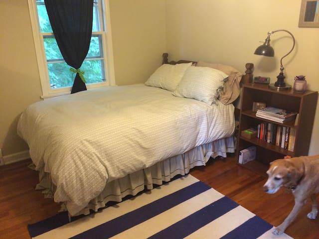 Private room and bathroom - Lewisburg - Casa