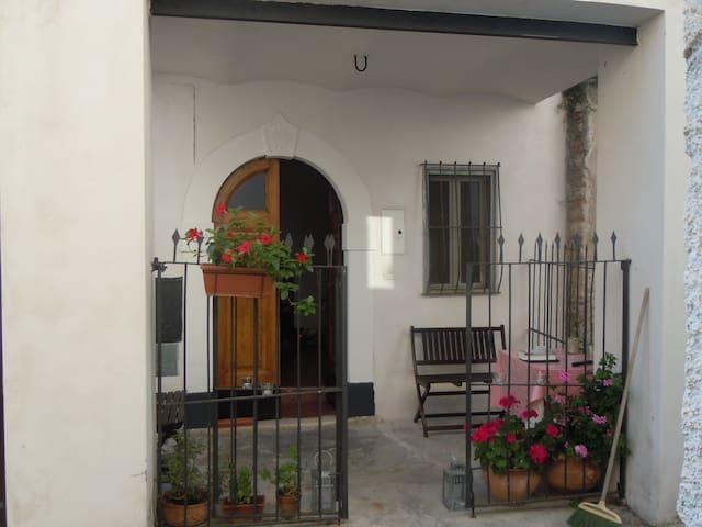 House in the Italian mountain villa - Secinaro - 獨棟