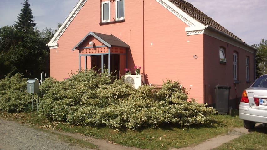 Værelse og TV-stue - Askeby - Loft