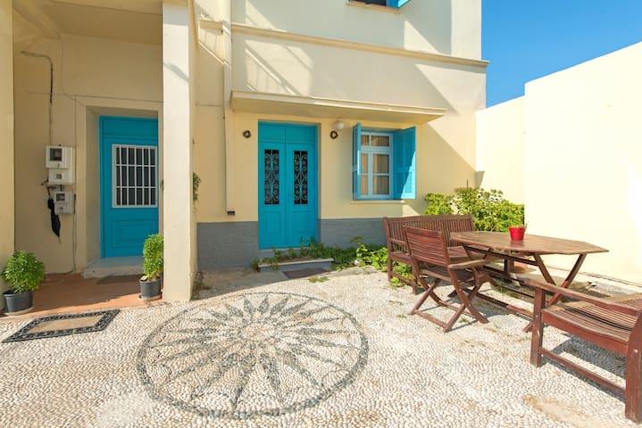 Ground Floor Apartment in Mansion - Rodas