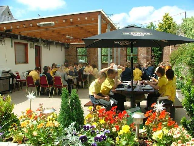 The Derg Arms - Licensed Guesthouse - Castlederg