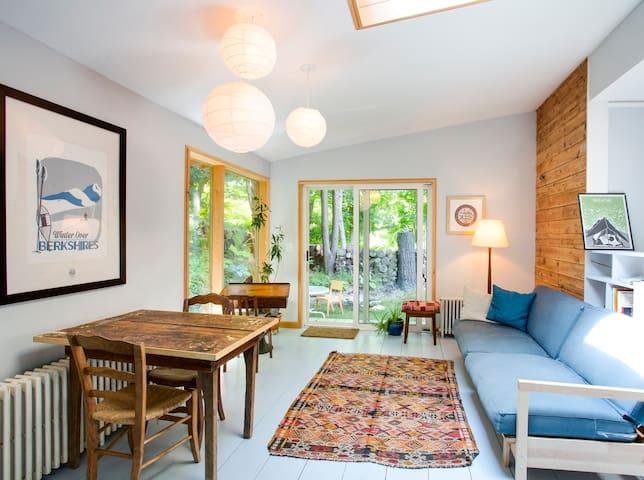 Beautfiul, modern, GB apartment - Great Barrington - Leilighet