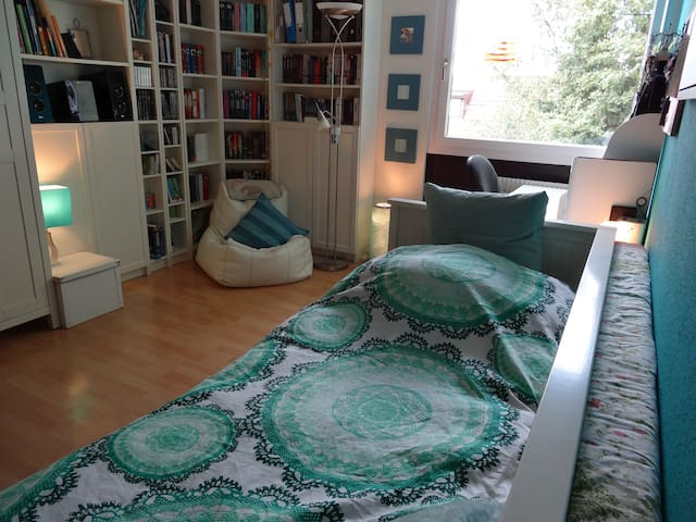 Double Bedroom close to Munich STATE FAIR in RIEM - Haar - Huoneisto