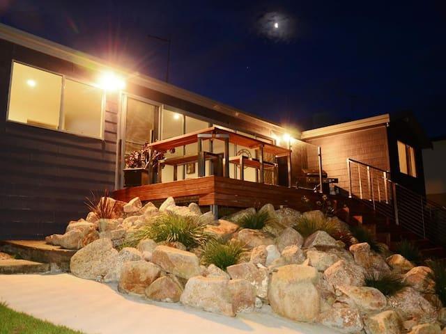 Dunwerkin at Coles Bay - Waterfront House - Coles Bay - Ev