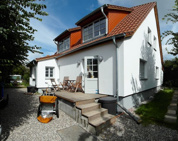 Ferienwohnungen Hügelhus EG & DG - Hiddensee - Leilighet