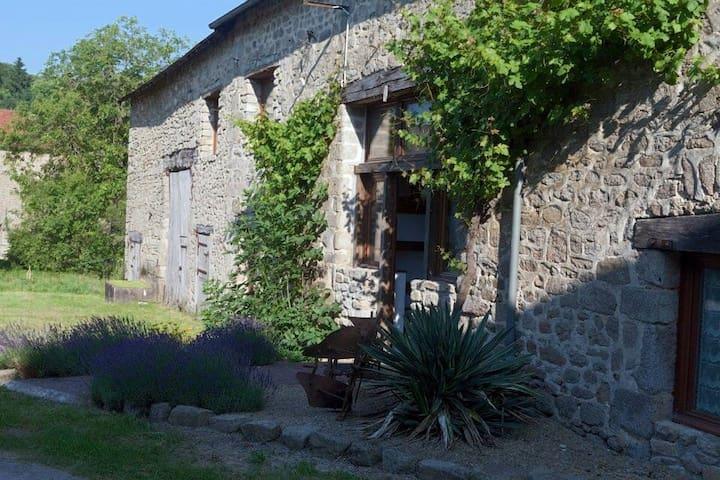 Luxury 18th Century Converted Barn - Saint-Dizier-Leyrenne - Huis