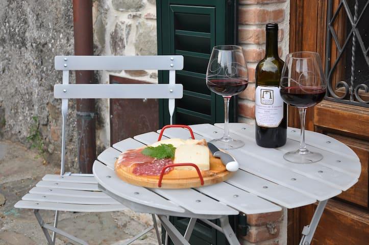 Village House in Northern Tuscany - Lugliano - Casa