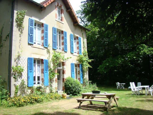 Gîte la Maison du Gardien 2-6p - Buxières-sous-Montaigut - Hus