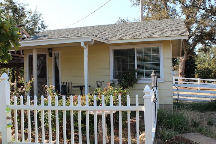 Charming Cottage in Country Setting - Oroville - Huoneisto