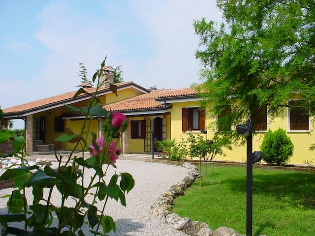 Villa with swimming pool near Verona - Baruchella - Villa