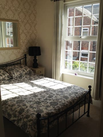 Double room in lovely clean and comfortable house - Sale - Rumah