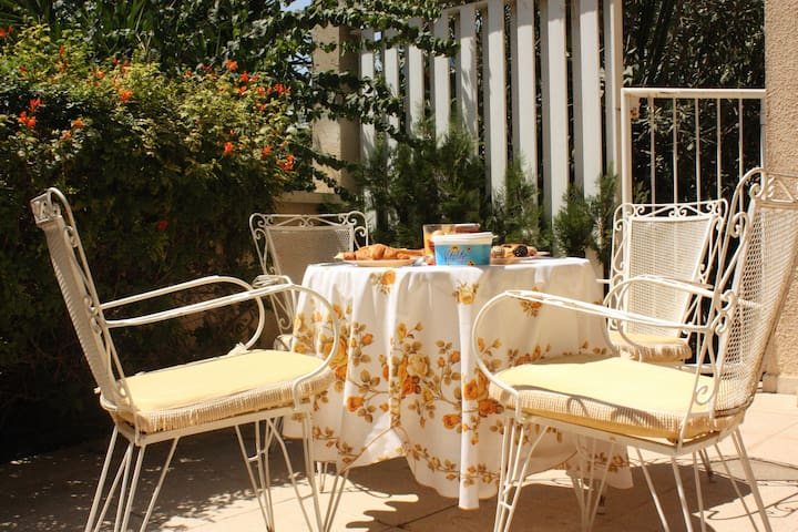 Sunny room: Beach/Centrally located - Limassol - Huis