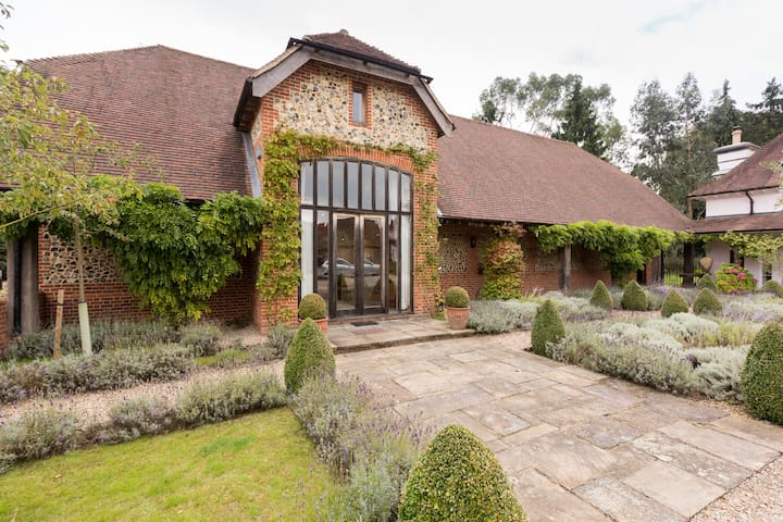 Gorgeous English Country Barn - Hedsor