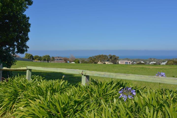Beach house with great ocean views - Ocean Grove - Huis
