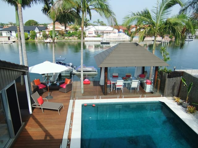B & B on the Bay is a  PRIVATE WATERFRONT property - Runaway Bay - Bed & Breakfast