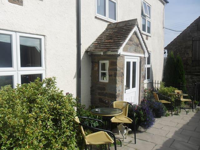 Farmhouse B&B in beautiful area - Enchmarsh - Bed & Breakfast