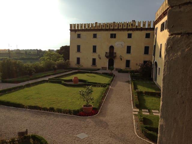 Castle 1500 Lazise - Colà - Kasteel