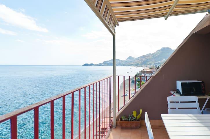 A gorgeous view over Taormina's bay - Letojanni - Departamento