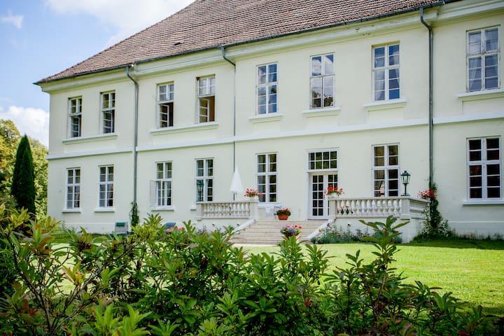 Flat in Mecklenburg Mansion - Whg 4 - Behren-Lübchin
