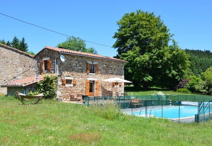 Gîte avec jardin et piscine - Viscomtat - Huis