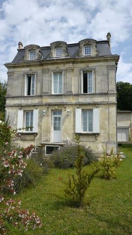 A 10 Minutes de Saint Emilion - Saint-Michel-de-Fronsac - Huis