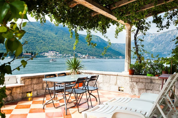 Waterfront with extraordinary view - Perast - Huoneisto