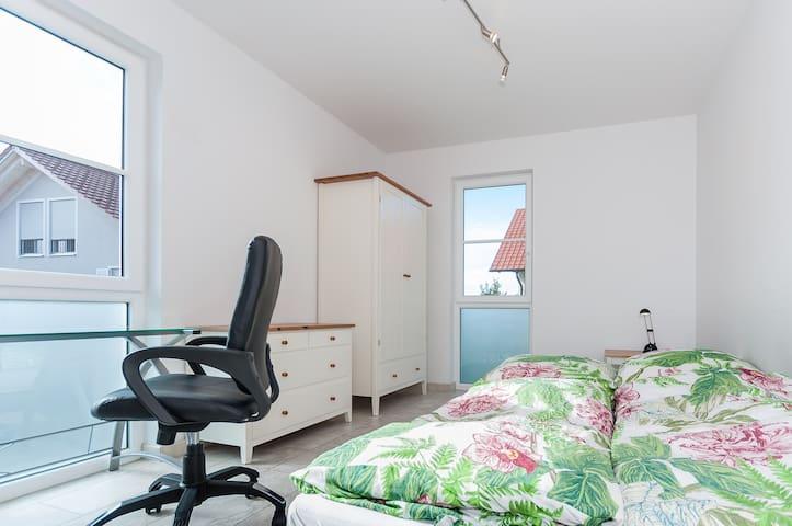 Oktoberfest -nice room withbathroom - Haar - Talo