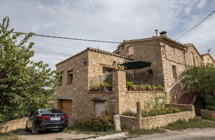 Room with Montserrat - Castellbell i el Vilar - Hus