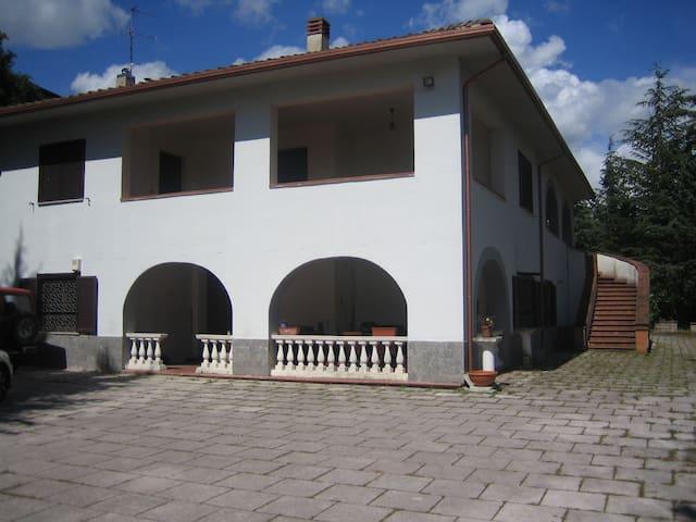 villa stile toscano a L'Aquila - L'Aquila - Villa