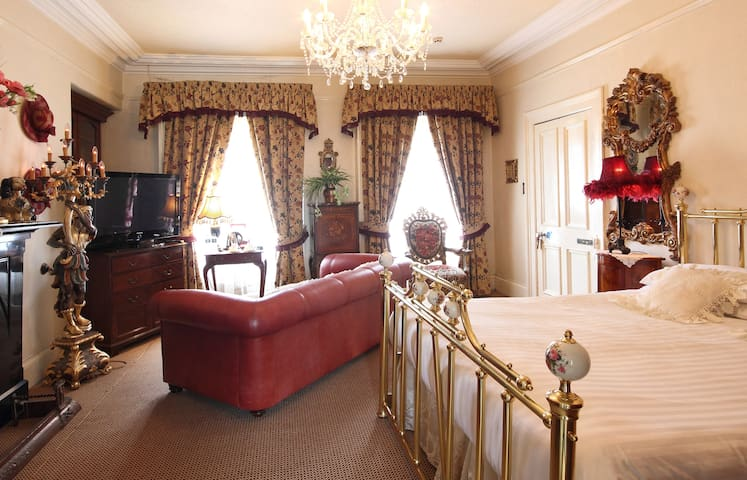 LUXURIOUS DOUBLE ROOM - Moy