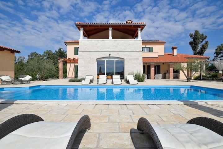 Luxury villa with private pool, 10p - Fabci