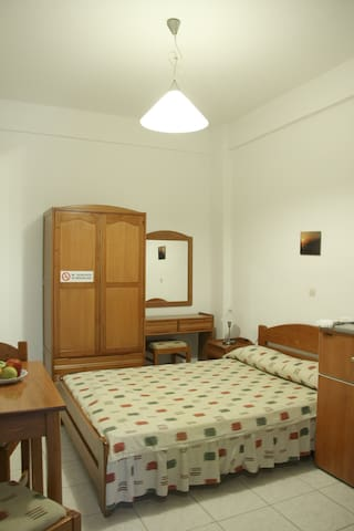 Ground floor room with a double bed - Fanari/Faros - Pousada