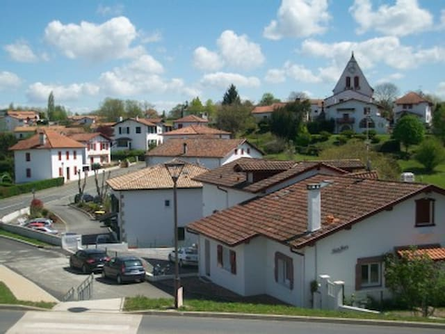 SUPER LOGEMENT ENTRE MER ET MONTAGN - Villefranque - Huoneisto