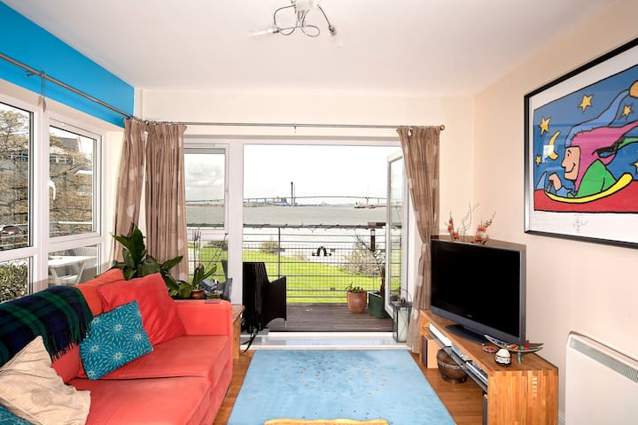 Stunning River Views - Double Room - greenhithe - Leilighet