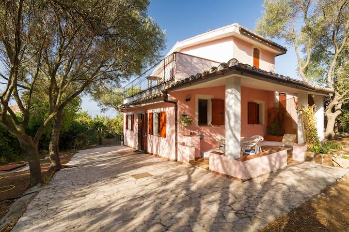 Charming Villa Capitana- Sardinia - Quartu Sant'Elena - Huis