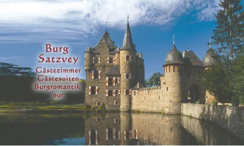 Burg Satzvey: Zimmer 4 - Mechernich - Schloss