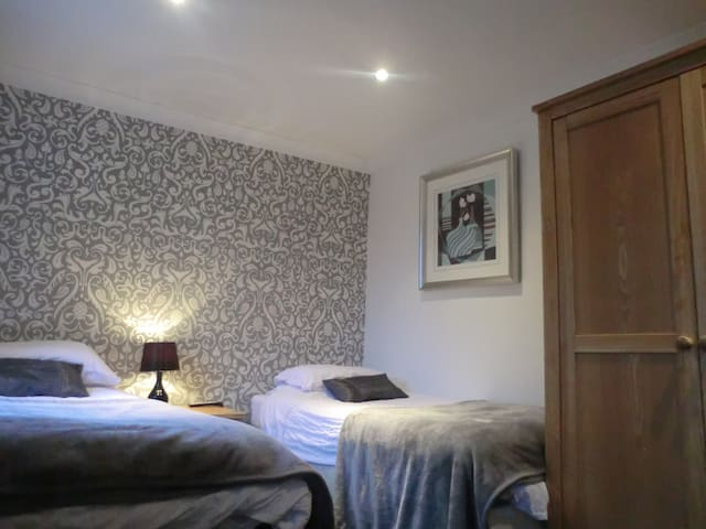 Twin Room with En-suite and B/fast Nr. Maryport - Maryport