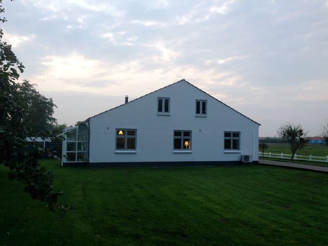 Idyllisk hus tæt på Ribe Domkirke - Ribe - Rumah