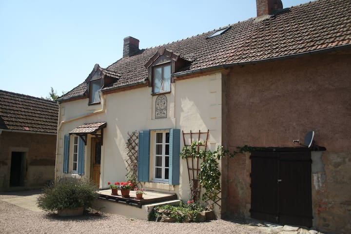 B&B for 2-5p large garden & views - La Celle - Bed & Breakfast
