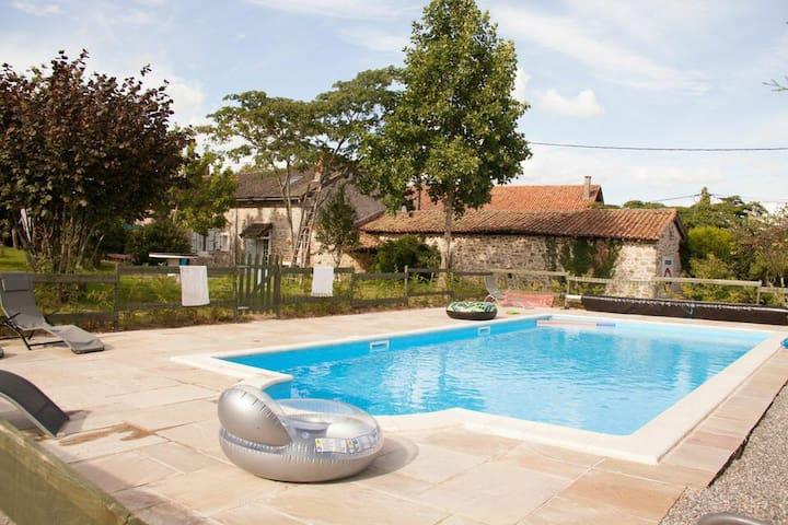 Beautiful Farmhouse, with Pool - Maisonnais - Casa